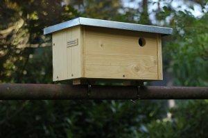 Ptačí budka na balkonové zábradlí - otvor 3,2 cm