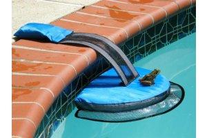 FrogLog – plovák proti utonutí malých zvířat